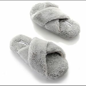 Ellen Tracy faux fur crisscross open toe slippers
